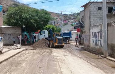 Retiro de sedimento en el barrio María Eugenia.