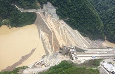 Aviones de inteligencia monitorean permanentemente la represa de Hituango.