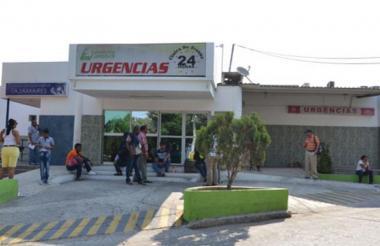 La víctima recibe atención médica en la clínica Campbell, en Barranquilla.