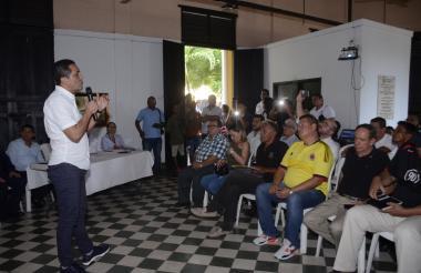 Pedro Lemus, gobernador (e), responde las inquietudes de los porteños.