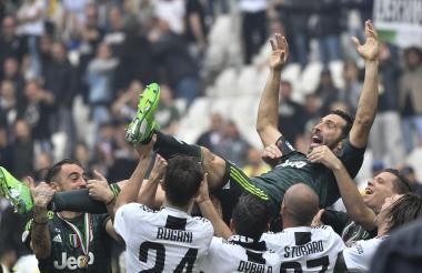 Buffon salió ovacionado por todo el estadio.
