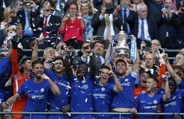 Los jugadores del Chelsea ganan la FA Cup por octava ocasión.