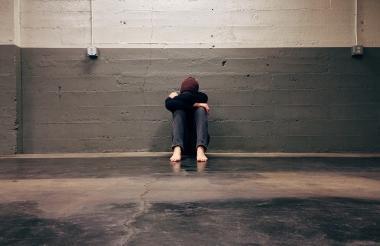 A los jóvenes en estado de depresión se les recomienda que dialoguen con un familiar.