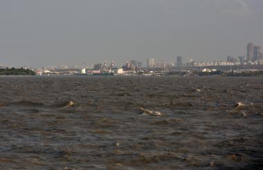 El río Magdalena en la zona del canal de acceso al puerto de Barranquilla.
