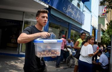 """Óscar Pérez, un joven venezolano, opina que el proceso electoral en su país es una """"farsa""""."""