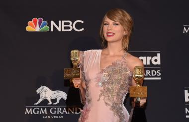 La artista de grabación Taylor Swift posa en la sala de prensa durante los Premios Billboard de la Música 2018 2018 en el MGM Grand Resort International.