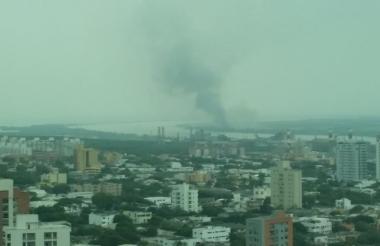 El humo cubrió diferentes sectores de la ciudad.
