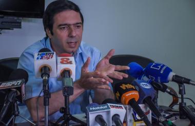 Antonio Char Chaljub dio ayer una rueda de prensa.
