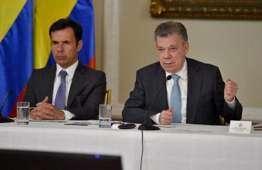 El presidente Juan Manuel Santos con el ministro del Interior, Guillermo Rivera.