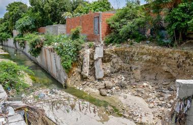 El muro de contención se derrumbó a comienzos del mes.