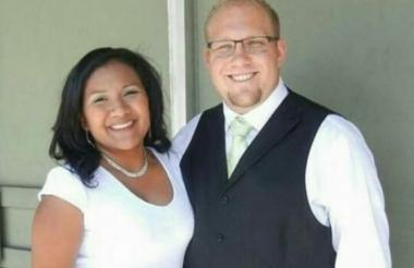 Joshua Holt y su esposa, la venezolana Thamara Caleño.