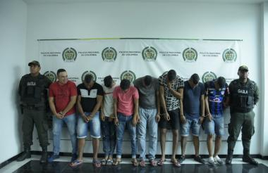 Los capturados en la foto de reseña policial.
