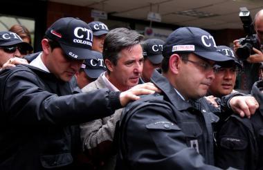 Traslado a la cárcel de Roberto Prieto ex-gerente de la campaña presidencial de Juan Manuel Santos.