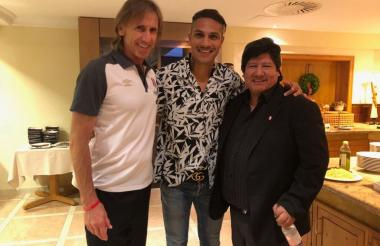 Ricardo Gareca, Paolo Guerrero y Edwin Oviedo.