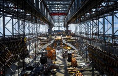 Interior de la estructura autocimbra, con la que se construyen tramos de 70 metros del tablero del puente.