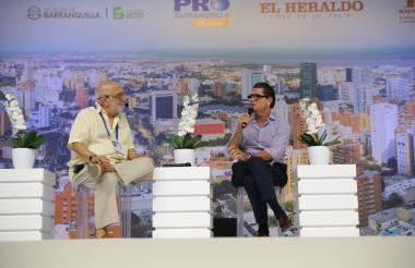 El periodista Juan Gossaín y el presidente de Promigas, Antonio Celia.