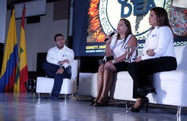 De derecha a izquierda: Emilio Zapata, rector; Genett Jiménez, docente de la  facultad de Ingenierías, y Shirley Urdaneta, vicerrectora de Extensión.
