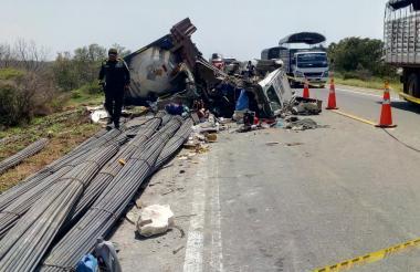 Así quedó el vehículo en el que se movilizaba Jairo De la Hoz.