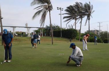 El torneo se desarrolla este viernes en los campos de golf del Club Lagos de Caujaral.
