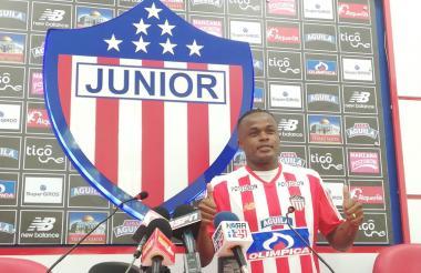 Iván Rivas en su presentación como nuevo jugador del Junior.
