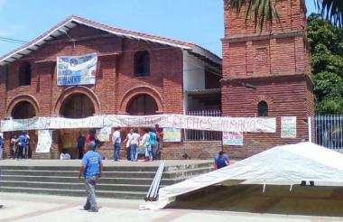 Toma pacífica del templo Nuestra Señora del Rosario en Jamundí (Valle del Cauca) por parte de campesinos y pueblos indígenas.