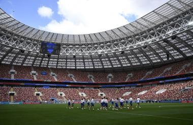 La selección de Rusia entrenando en el estadio Olímpico Luzhnikí, escenario donde se inaugurará el Mundial.