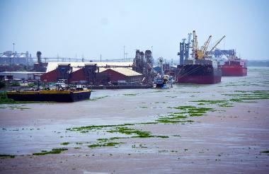 Embarcaciones en la sociedad portuaria de Barranquilla.