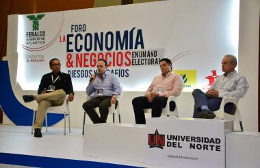 Martín Tapias, Abdon Espinosa, Gian Piero Celia y Ricardo Plata durante el conversatorio.