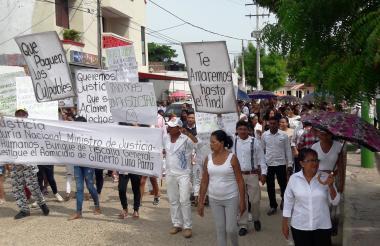 Sepelio de Gilberto Luna Parra en el municipio de Plato.