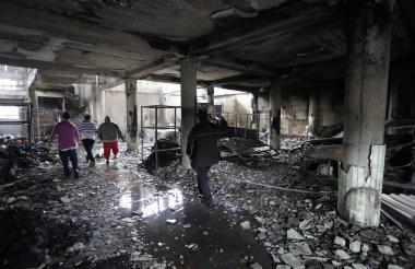 Vista interior de una casa incendiada en circunstancias poco claras y en la que murieron cuatro adultos y dos niños, en el barrio Carlos Marx, en Managua.