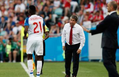 'Bolillo' Gómez no se quedó quieto en la zona técnica.