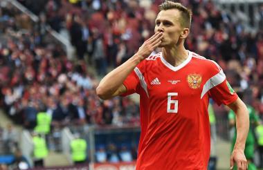 Cheryshev, autor de dos tantos en el debut de Rusia.