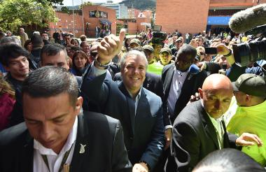 Iván Duque, presidente electo de Colombia, luego de ejercer su derecho al voto en la ciudad de Bogotá.
