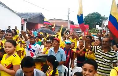 Banderas de Colombia ondearon tras el go de Juan Fernando Quintero.