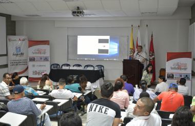 El médico Orlando Reyes durante su intervención.