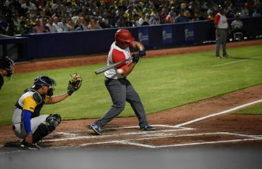 Acción del juego entre Cuba y Colombia.