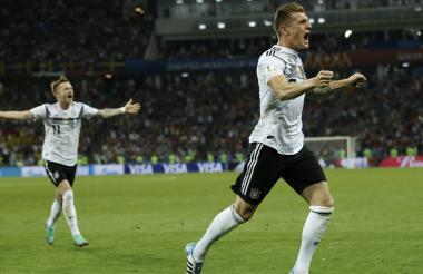 Toni Kroos, de tiro libre, le dio la victoria a los alemanes.