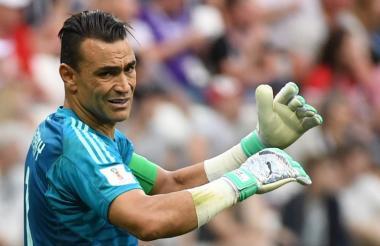 Essam El Hadary no pudo celebrar el récord que logró este lunes: Egipto perdió 2-1 ante Arabia Saudí.
