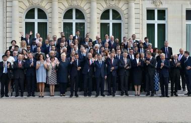 Foto oficial de la ceremonia de adhesión a la Ocde, con los presidentes de Colombia, Lituania y Francia, y altos directivos de la organización, durante el encuentro sostenido en días pasado en París.