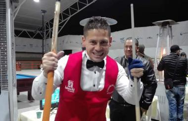Pedro González celebrando su título en Cota.