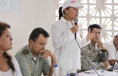 Yolanda Wong (c), alcaldesa encargada de Cartagena.