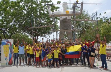 La estatua se encuentra en la calle 46A con 26, barrio Rincón de Santa Cruz.
