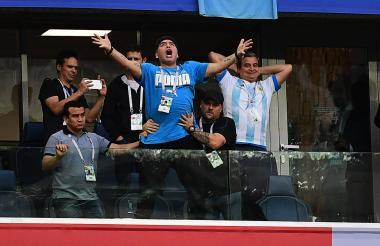 Mardona durante el partido que clasificó a su selección a los octavos de final del Mundial de Rusia.