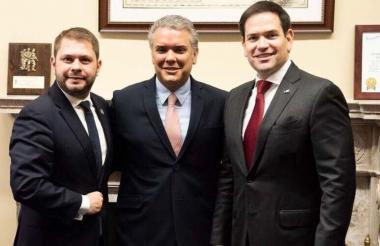 El presidente electo de Colombia, Iván Duque, y los senadores Marco Rubio y Rubén Gallego