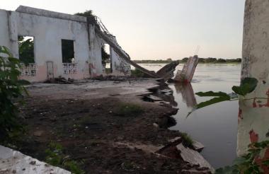 En esta zona la erosión en la margen izquierda del río Magdalena se esta 'tragando' el pueblo.