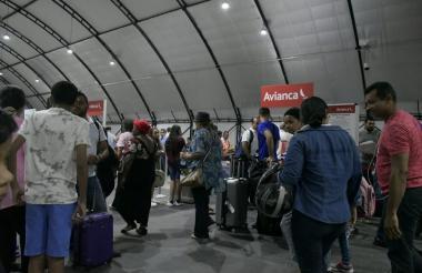 Usuarios de Avianca en horas de la mañana de este viernes.