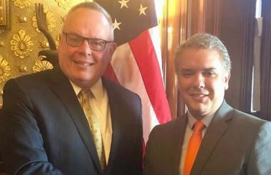 El presidente electo Iván Duque junto al director de la Oficina de la Política Nacional para el Control de Drogas, Jim Carroll.