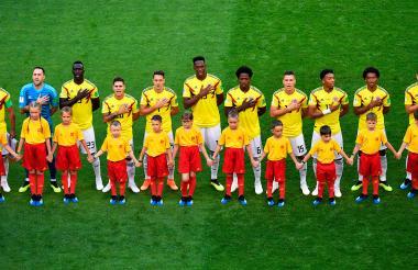 Los jugadores de la Selección Colombia cantando el himno nacional.
