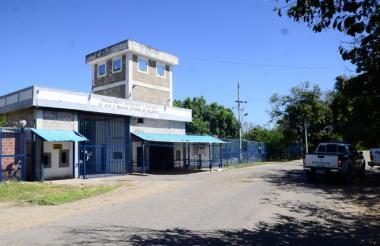 Fachada de la cárcel de máxima y mediana seguridad de Valledupar, conocida como 'La Tramacúa'.