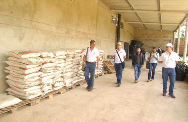 El secretario de Desarrollo, Carlos Eduardo Campo (c), visitó en Pueblo Bello 2 fincas en la vereda Costa Rica y sede de Asoprokia.